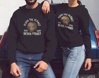 Pluto the Planet (1930-2006) Never Forget Crewneck Sweater - Awesome Pluto Crewneck - Cute Pluto Sweater as a Gift for Scientists