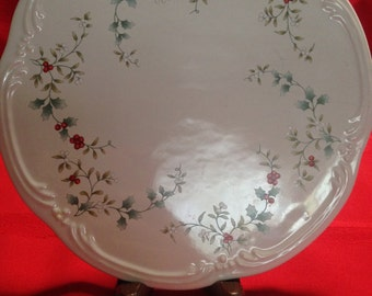 Pfaltzgraff Porcelain Winterberry Trivet or Cheese Tray, Ivy and Berries, Embossed, Scalloped