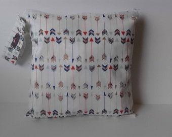Wet Dry Bag, Wet Bag, Diaper Keeper, Cloth Diaper Bag - Cream Arrows