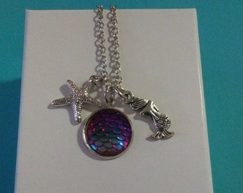 Mermaid charm necklace (red iridescent)