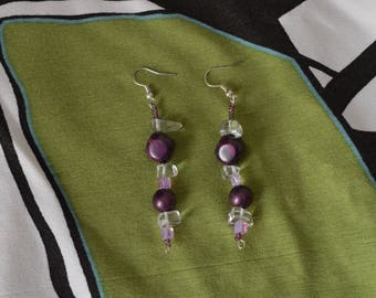 Earrings with purple and white resin beads