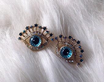 Eye stud earring