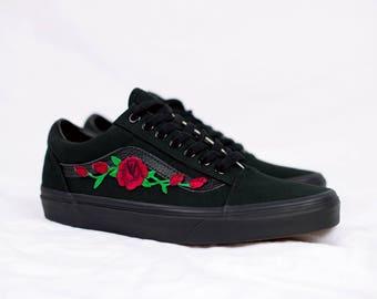 vans nere old skool con rose rosse