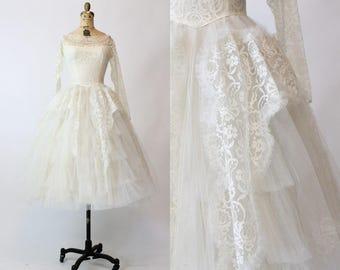 50s Lace Wedding Gown XS / 1950s Vintage Tea Length Bridal Dress / Pretty As A Rose Dress