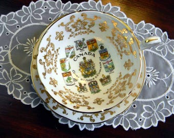 Paragon, Coats of Arms Emblems, Canada Footed Tea Cup, Teacup and Saucer Redg England 14017