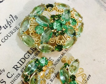 Vintage Butterfly-Inspired Green and Gold Brooch and Clip On Earrings Jewelry Set
