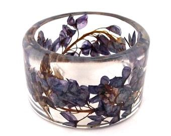Bluebonnets Harz Bangle.  Klobige Armreif mit gepressten Blüten. Echte Blumen - Bluebonnets. Geschenk für sie. Personalisierter Schmuck. Graviert