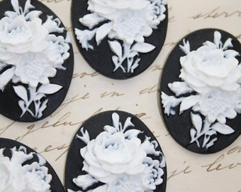 5 unset Flower bouquet cameos - White on Black - 30x40mm