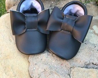 Black Bow Moccasins - Handmade Moccs // Baby Moccs // Bow Moccs // TEXAS MOCCS // Baby Moccasins