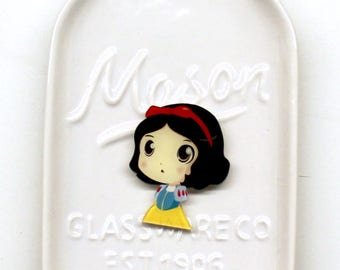 Snow White Needle Minder