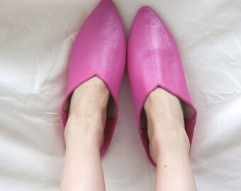 Women's Pointed Leather Bright Pink Slippers || Traditional Moroccan Pointed Babouche || Dyed With Natural Colour || Fuchsia