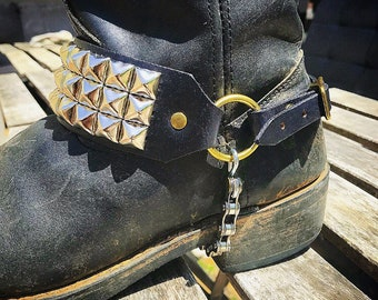 Triple row boot strap w/pyramid studs