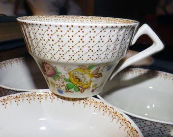 Early mid-century (1940s) Myott Swing Time orphan tea cup (NO saucer). Multicolor florals, brown dots & dashes.