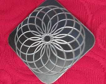 Spirogram etched modernist abstract brooch