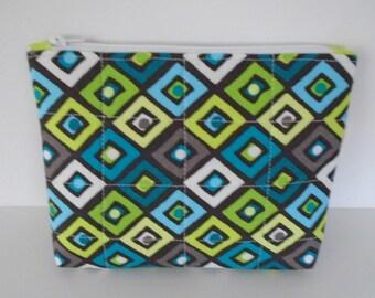 Geometric patterned zipper pouch