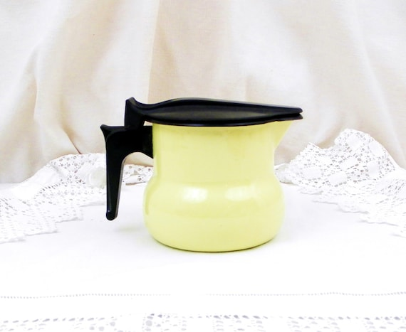Vintage French Bright Buttercup Yellow Mid Century Enamelware Lidded Pitcher, Retro Enamel Jug from France, Brocante Colorful Kitchenware