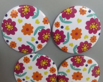 Daisy pattern magnets