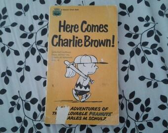 Here Comes Charlie Brown! - Vintage Peanuts Book