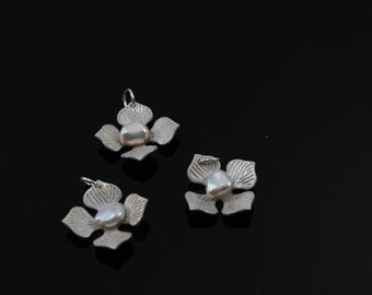 Sterling silver and freshwater keshi pearl hydrangea flower pendant