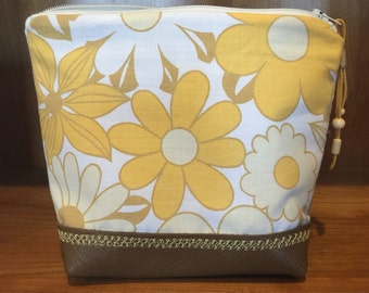Mod flower power pouch / gold daisy zipper pouch / cosmetics bag. Genuine leather & vintage fabric - handmade make up / toiletry bag.