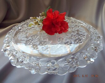 BEAUTIFUL Mikasa CARMEN Glass Cake Stand Embossed Florals - EXC
