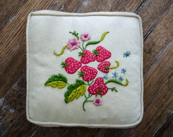 1970s vintage pillow / crewel embroidery pillow / embroidered pillow / strawberries