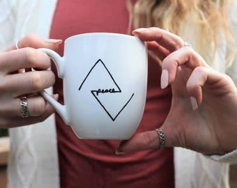 Christian mug, tasse de paix, paix, mug minimaliste, triangle mug, tasse à café mignon, tasse à café, mug tatouage, chope unique, tasse mug, noir et blanc