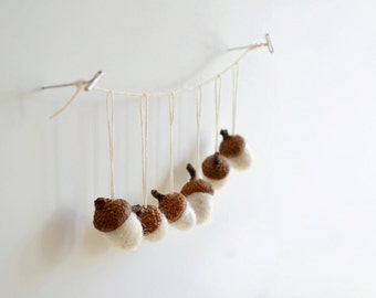 6 felted wool acorn ornaments - Natural White - needle felted