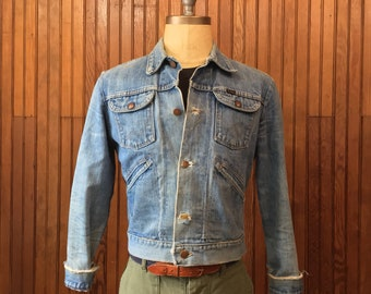 Wrangler 60s Small Denim Jean Jacket Men's Vintage Trucker Work Made In USA Thrashed Faded Repaired