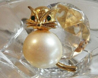 SUPER SALE Vintage Fat Cat Brooch. Marvella.  Faux Pearl Belly Kitty Cat Pin.