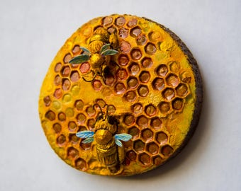 2 Bees on Honeycomb