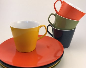 SALE!!! Vintage Melaware Cups and Plates