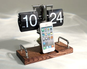 Clock Dock Retro iPhone iPod Samsung Android  Charger and Sync Dock Station - Oak -. Vintage Cool Flip Clock iDock