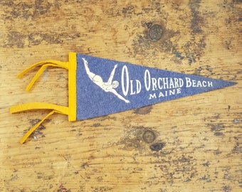 OLD ORCHARD BEACH, Maine vintage felt pennant souvenir flag