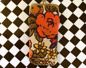 Vintage 1960s Groovy Flower Power Eyeglass or Cigarette Snap Case
