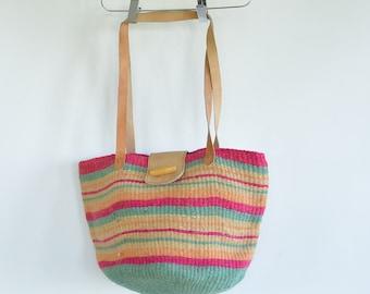 Woven Sisal Jute Purse Shoulder Bag Market Bag Leather Shoulder Strap apri Brand Cotton Lined Snap Closure 1980's
