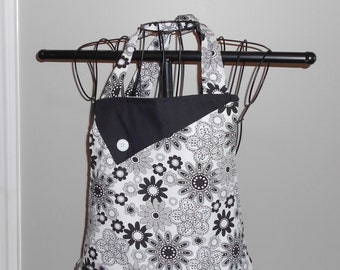 Black and White Flowers - Women's Apron - Ruffle - Pocket