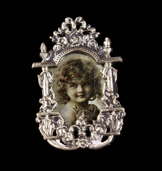 Photo Frame Brooch, Metal Frame Brooch, Victorian Style, Gray Metal, Costume Jewelry, Fashion Pin, Picture Frame Pin