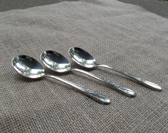 MEADOW FLOWER Silver Plate Bouillon Spoons Vintage Silverplate Flatware Wedding Decorations Table Decor French Country Cottage Chic Set of 3