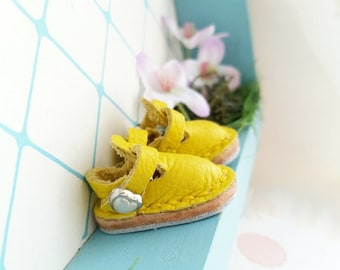 Mini Yellow Lemon Banana Leather T-Strap Shoes For Azone Pure Neemo M Size And Pukifee Neo Blythe Doll Hand Made By MizuSGarden