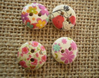 (5) set of 4 round buttons two holes in wood painted Ecru floral motifs, 16 mm diameter