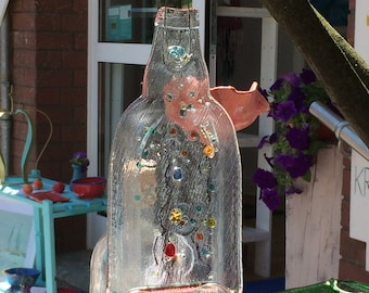 These little bottles are the hit of this summer. They embellish the garden and are an original gift.