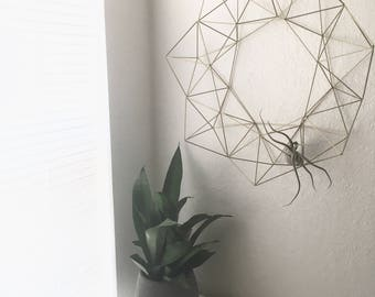 "19"" Geometric Holiday Himmeli Wreath - Coffee Table Decor - Modern Minimalist Orb - Brass Sphere - Fall Table Centerpiece - Airplant Cradle"