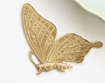 large detailed BUTTERFLY embellishment charm . Beautiful Piece . raw brass 47mm x 38mm (FF19)