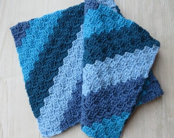 Crochet baby blanket or car seat cosy