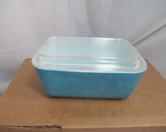 Vintage Pyrex blue refrigerator  bowl with lid 5028