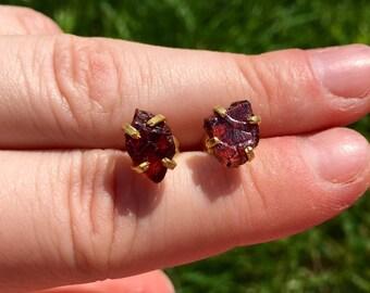 raw garnet earrings gold - raw garnet stud earrings - healing crystal earrings - energy jewelry - garnet jewelry - stud earrings gold