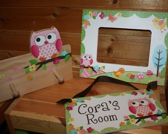 3 Piece Gift Set - Owls Love Birdies Girls 5x7 Photo Picture Frame, Clothespeg Rack and Door Sign