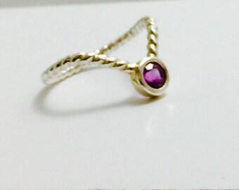 Garnet V ring