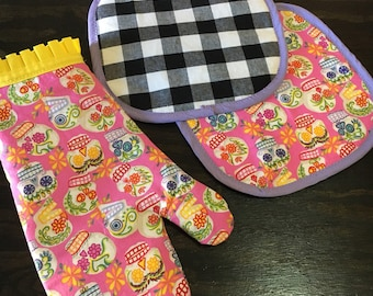 Pink Sugar Skulls Pot Holder Set - 2 pot holders and matching oven mitt